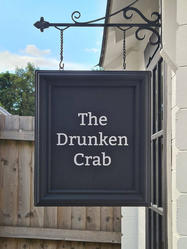 "Own Pub ""Drunken Crab"""