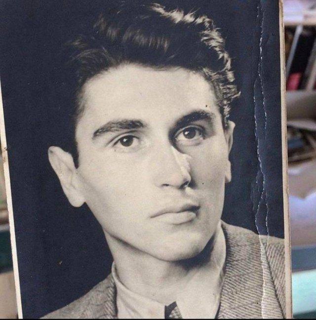 People Show Photos Of Their Grandpas