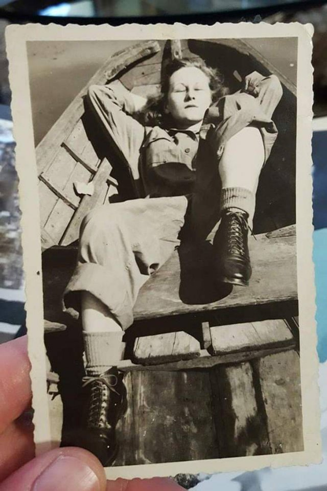 People Share Old Photos Of Their Grannies