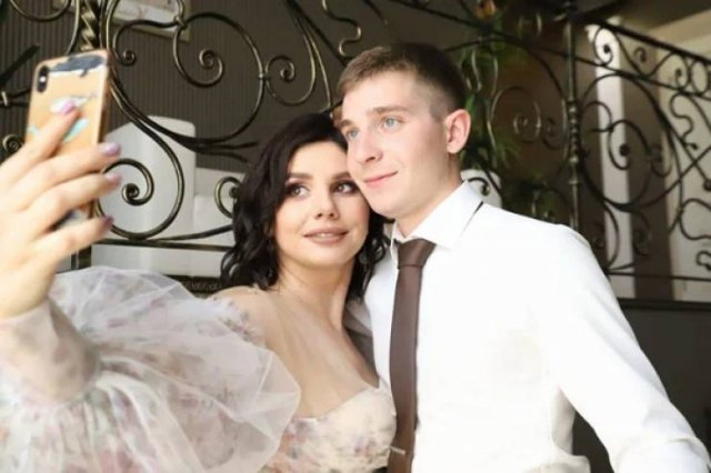 35-Year Old Stepmom Marries Her 20-Year-Old Stepson