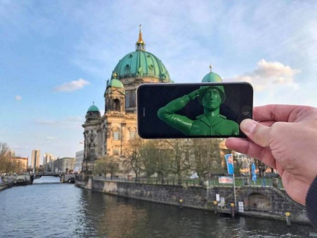 This Guy Plays With Your Imagination Using His Phone