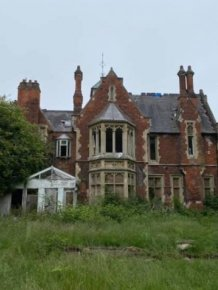 Abandoned Mansion Reveals Its Secrets