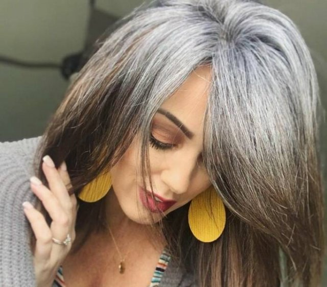 This Woman Decided To Stop Dyeing Her Hair