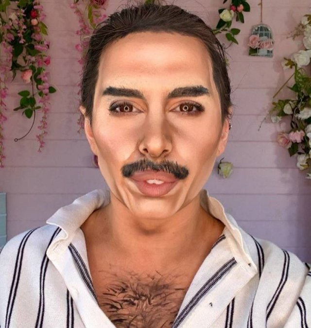 British Makeup Artist Can Turn Herself Into Any Celebrity