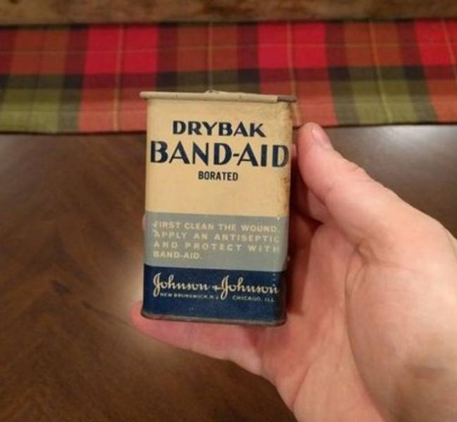 People Share Old Things Found In Their Houses